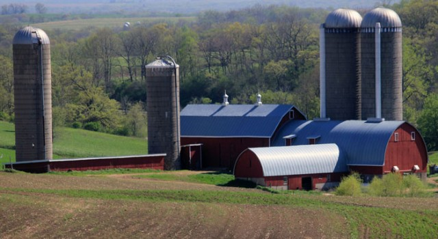 wisconsin-military-ridge-state-trail-farm-silos-and-barnweb